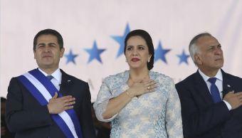 El presidente de Honduras Juan Orlando Hernández jura para un segundo mandato