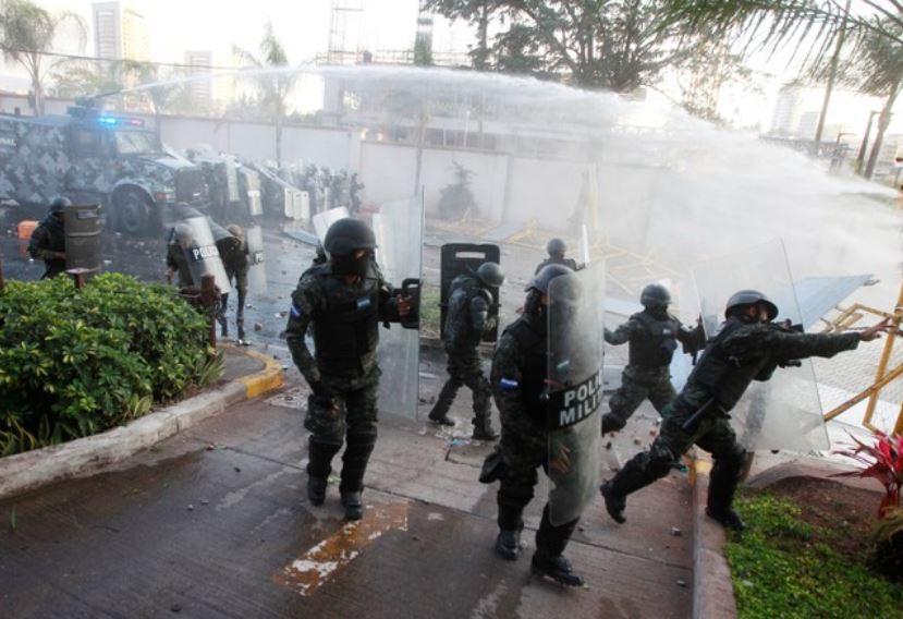 Partido opositor hondureño espera a 100.000 personas en marcha contra resultado electoral