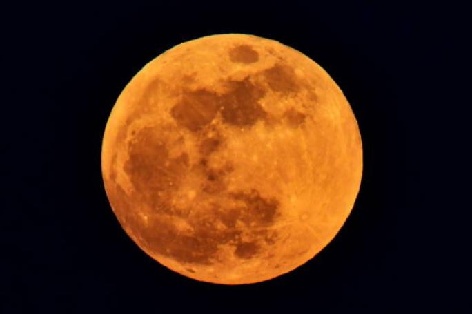 Super luna azul de sangre en eclipse total