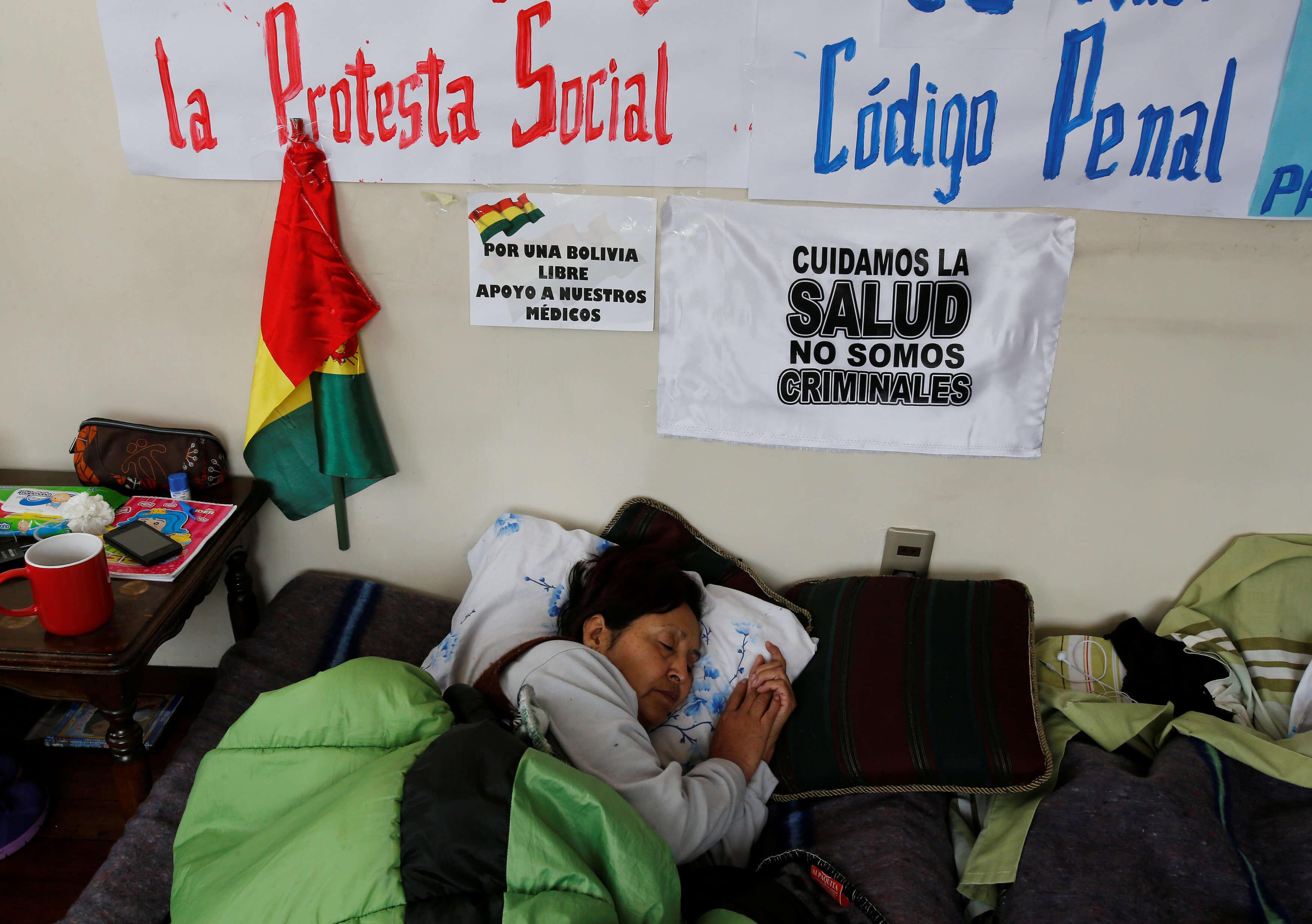 Médicos bolivianos levantan huelga general que duró 47 días