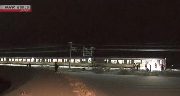 Impresionante nevada en Japón deja a 400 personas atrapadas en un tren