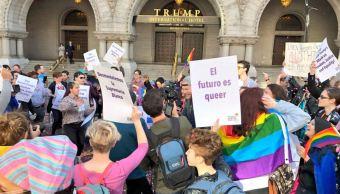 Comunidad gay protesta contra el Gobierno de EU frente al Hotel Trump