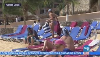 Turistas disfrutan de clima cálido en las playas de Huatulco