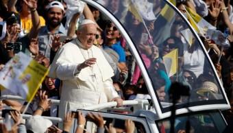un periodico golpea al papa francisco en chile