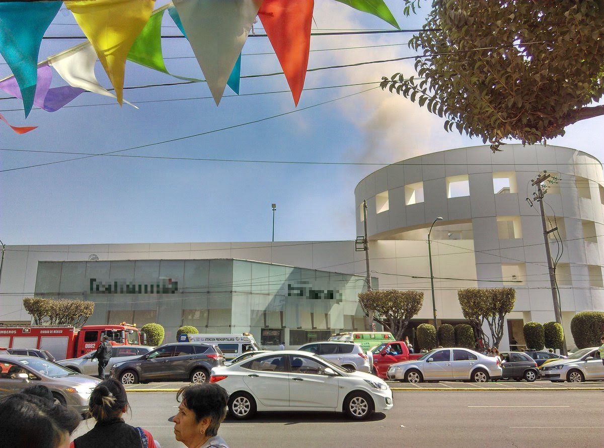 Se registra incendio en Plaza Universidad