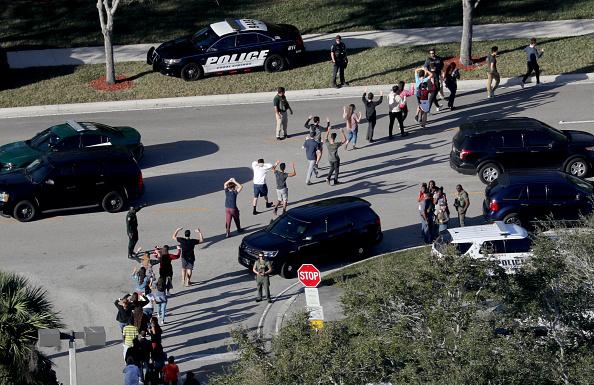 Policía confirma 17 muertos tiroteo escuela Florida