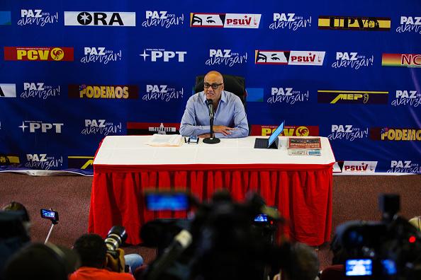 Jorge Rodríguez: Oposición propuso hacer elecciones el 22 de abril