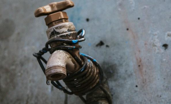Vecinos de la Benito Juárez denuncian falta de agua por exceso de construcciones