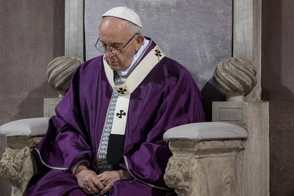 Papa Francisco recibe a víctima de Boko Haram