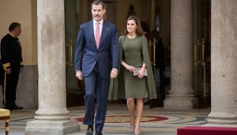 Gobierno español critica desplante al Rey por parte de funcionarios catalanes