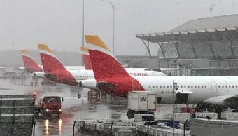 Aeropuerto de Madrid sufre retrasos por tormenta de nieve