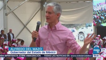 Alfredo del Mazo entrega tarjetas de apoyo económico a mujeres