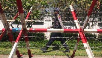 lanzan bomba molotov contra la casa de suu kyi en Rangun, birmania