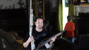 Civiles de EU poseen mitad de las armas del mundo, revela estudio