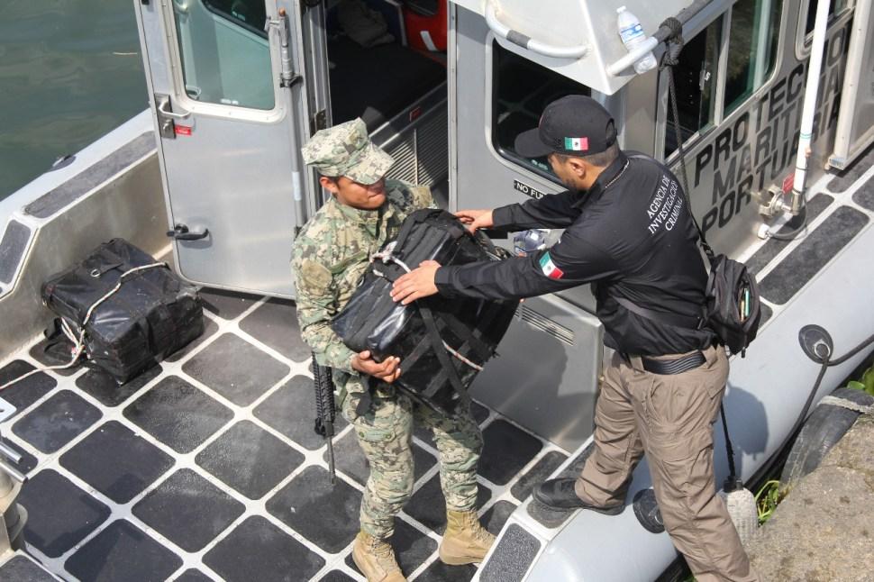 Aseguran 42 kilos de cocaína en casco de buque