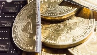 El Bitcoin cae y pierde la mitad de su valor en 2018