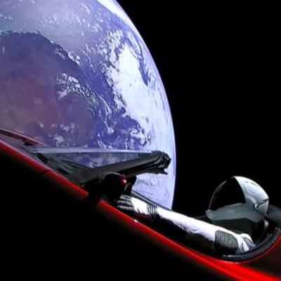 SpaceX envía un auto color rojo al espacio