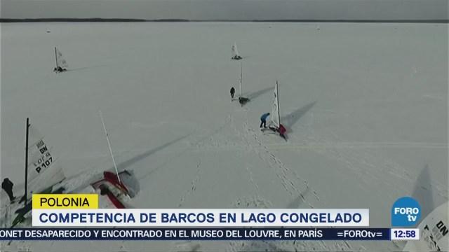 Competencia de barcos en lago congelado de Polonia