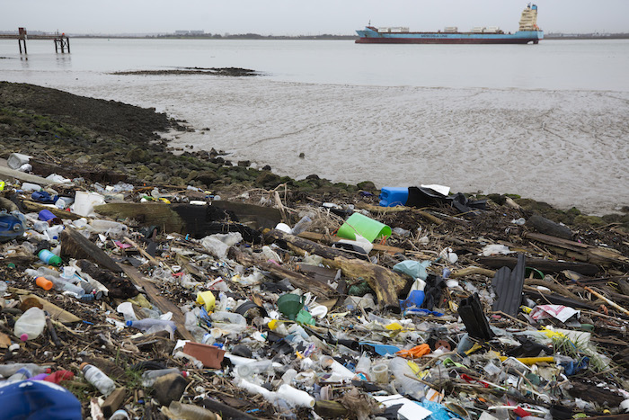 Contaminación causada por plástico