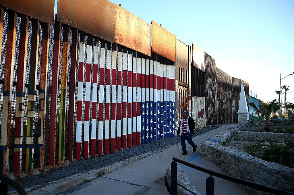 Juez origen mexicano falla favor Trump construcción muro