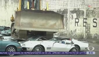 Destruyen 39 coches de lujo con máquina en Filipinas