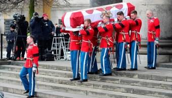 Familia real de Dinamarca da el último adiós al príncipe Enrique