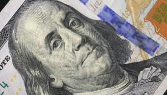 El dólar cierra en 18.99 pesos