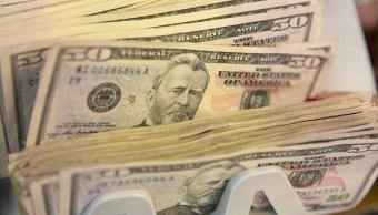 El dólar cierra en 19.07 pesos