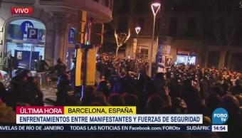Enfrentamientos entre manifestantes y fuerzas de seguridad en Barcelona