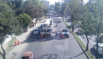 Grúa hidráulica se descompone sobre avenida Constituyentes