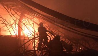 Nave industrial se incendia en el municipio de La Paz, Edomex