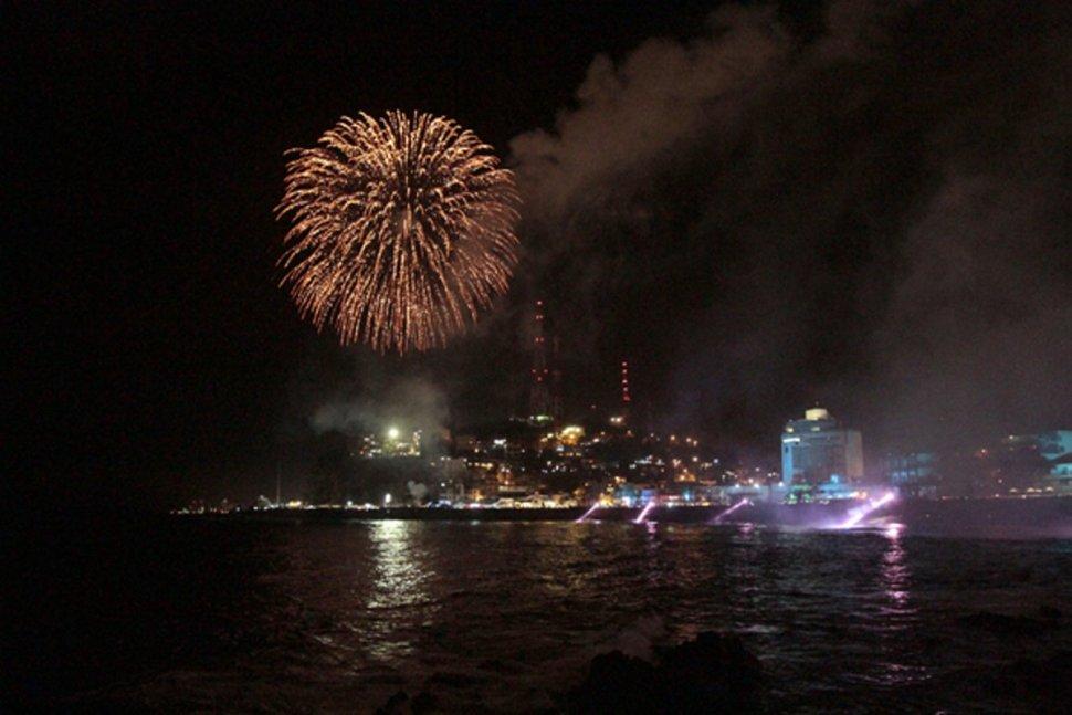 Inician las fiestas del Carnaval de Mazatlán con espectáculo Combate Naval. (Notimex)