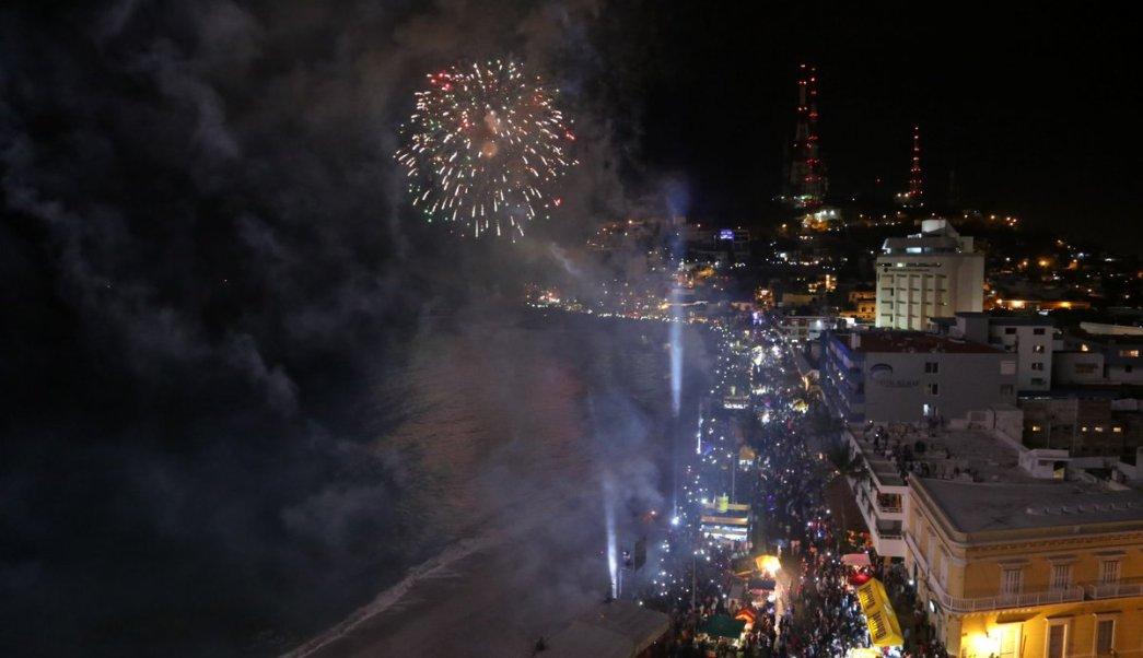 Inician las fiestas del Carnaval de Mazatlán con espectáculo Combate Naval