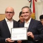 Mancera firma convenio para entregar casas a damnificados por el sismo