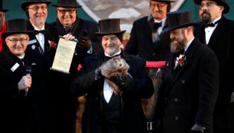 La marmota 'Punxsutawney Phil' pronostica 6 semanas más de invierno en EU