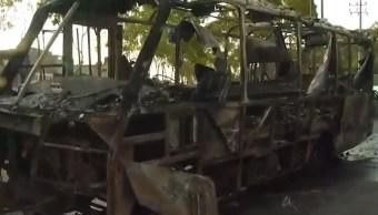 chocan y se incendian dos vehiculos bordo xochiaca y periferico