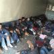 Rescatan a 103 migrantes abandonados en la caja de un tráiler en Tamaulipas