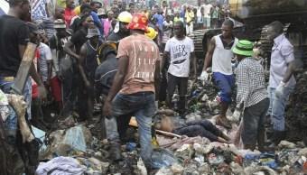 Mueren 17 personas sepultadas por un cerro de basura en Mozambique