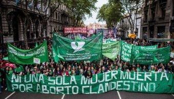 Miles argentinos pide ley que despenalice aborto