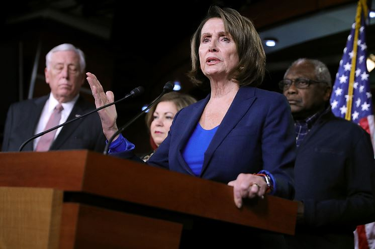 Líder demócrata no aprobará presupuesto si no hay solución para dreamers