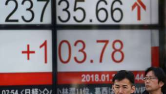 Nikkei toca máximo de tres semanas antes de comparecencia de Powell