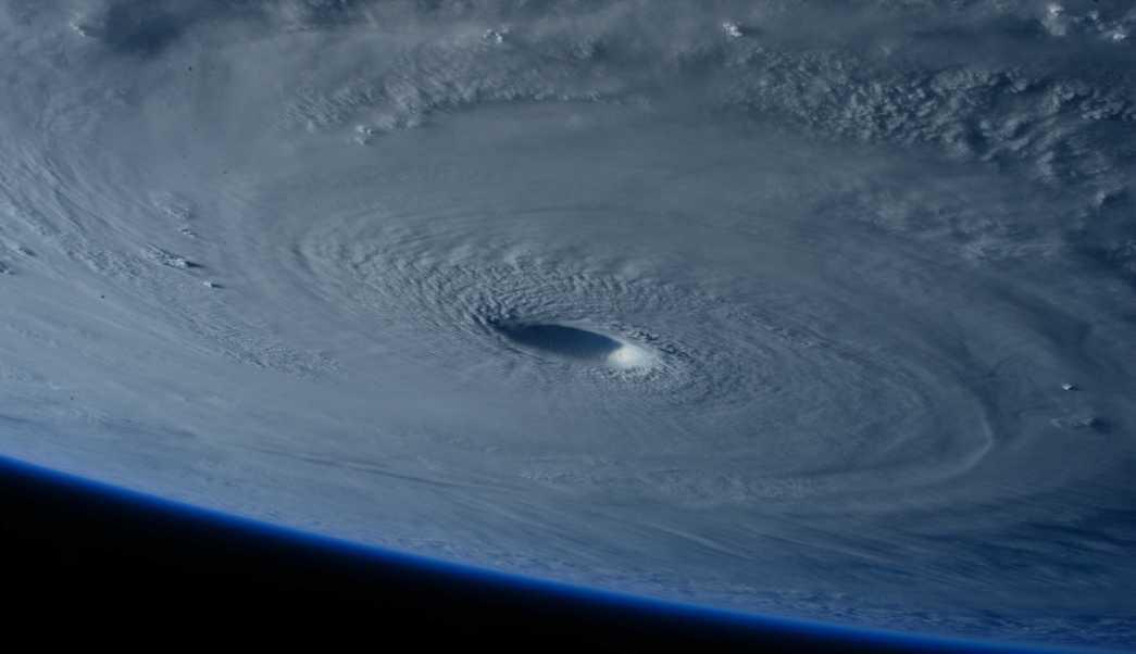 ojo-de-un-huracan-visto-desde-el-espacio-2016