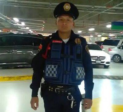 Aplauden al policía de la CDMX que regresó 10 mil pesos