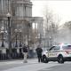 Policías vigilan la Casa Blanca luego de que una mujer estrellara su vehículo