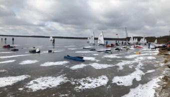 Polonia realiza el Campeonato Mundial de Navegación sobre hielo congelado