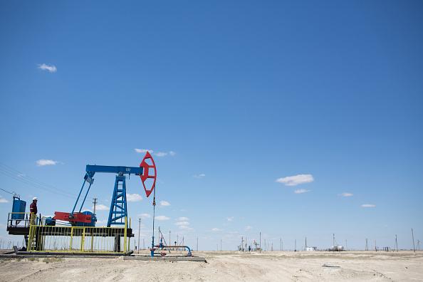 Precios del petróleo se recobran tras el descalabro en Wall Street