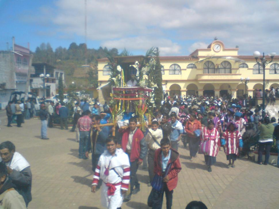 Procesion_de_Santo_Tomas_Apostol_en_Oxchuc,_Chiapas.