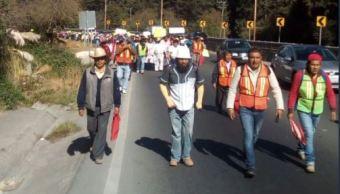 Comuneros marchan en la carretera federal México-Toluca
