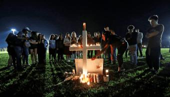 Realizan vigilia por las víctimas del tiroteo en Florida