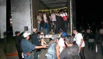 Rescatan doce migrantes mexicanos atrapados remolque Arizona